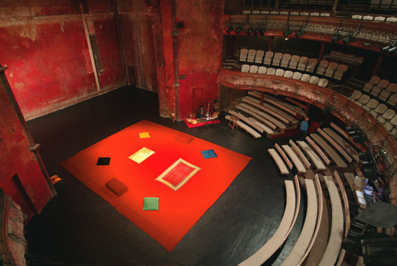 Peter Brook production Hamlet Stage Design, 2000
