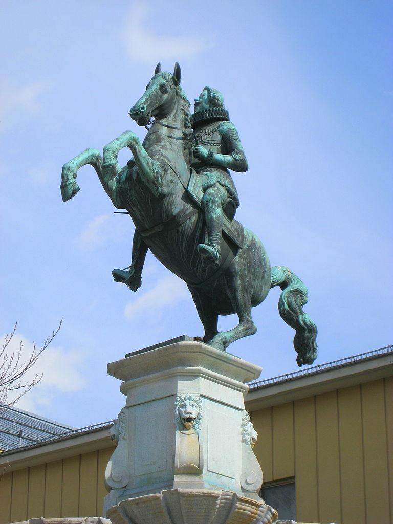 Equestrian statue of Archduke Leopold V on top of Leopoldsbrunnen, 1631, Caspar Gras, Innsbruck, Austria
