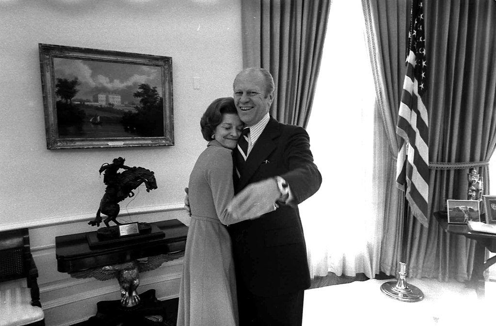 Photograph of President Gerald R. Ford and First Lady Betty Ford in the Oval Office with the Bronco Buster on the background,6 December 1974