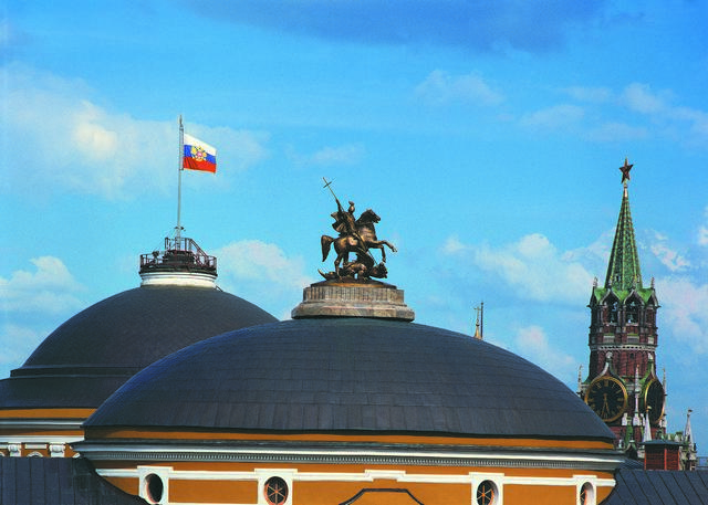 Monument to Saint George, Kremlin Senate domes with Spasskaya Tower in the background, 1995, V.Tsigal' and A.Tsigal' (В.Е. и А.В. Цыгаль), Moscow, Russia