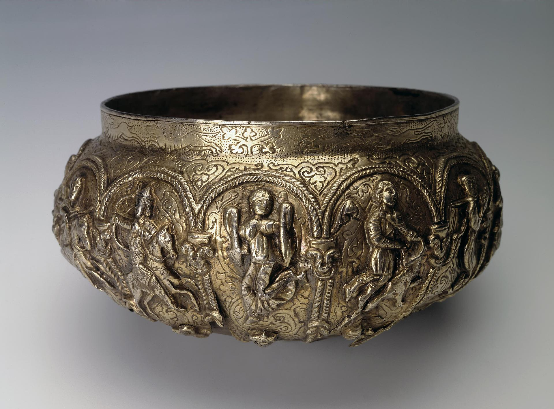 Bowl Showing the Ascension of Alexander the Great,12th century