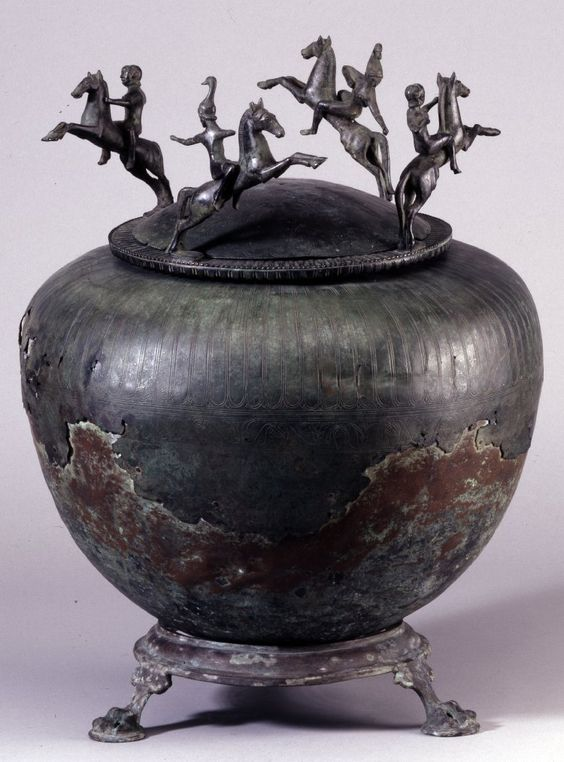 Bronze cinerary urn with lid, cr. 500 BC (?), Etruscan