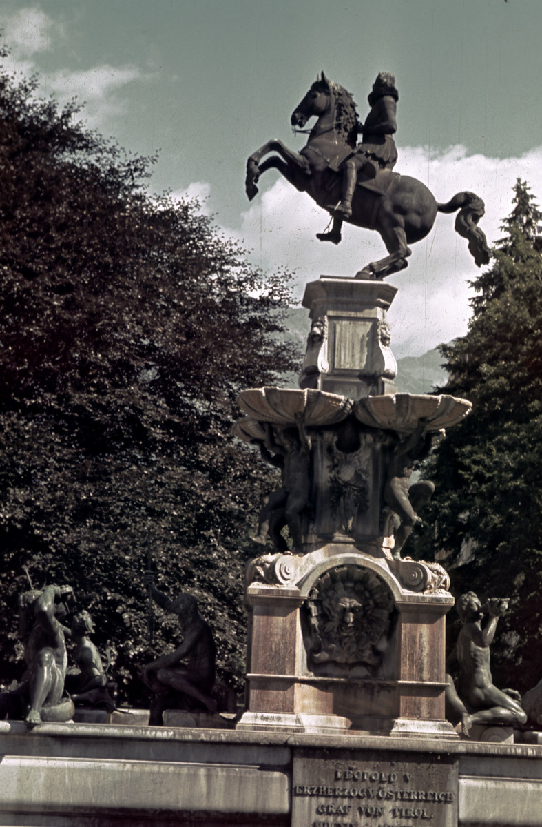 Leopoldsbrunnen, photograph taken before 1941, 1623-30, Position: 1893, Innsbruck, Austria
